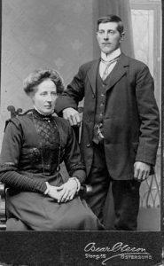 Anders och Brita Risberg, Flatmon